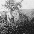 1940, σε δένδρο όπισθεν της Εκκλησίας στο χωριό, μαζί με τον Γεώργιο Τρίτα